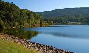 Ośrodki kolonijne nad jeziorem